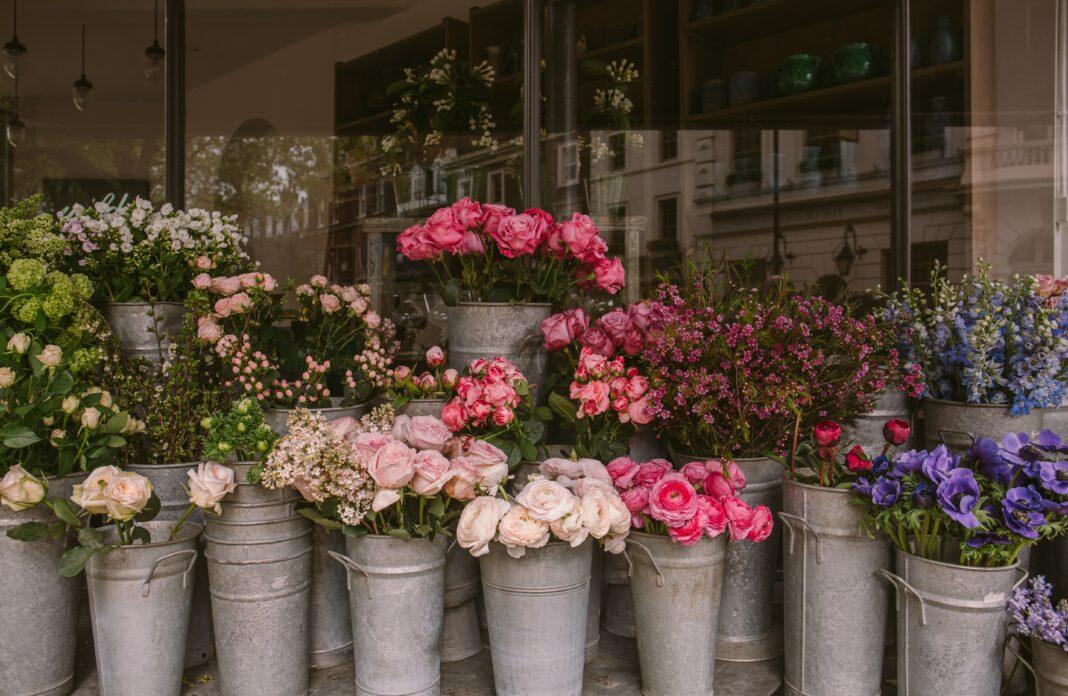 Какие цветы дольше всех стоят в вазе?